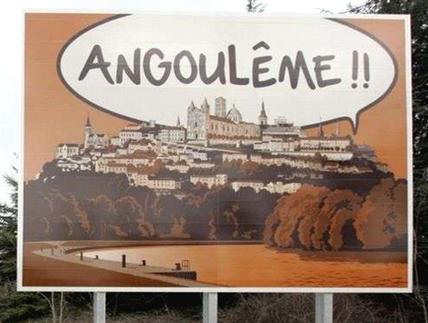 Panneau présent sur les routes nationales pour annoncer la ville d'Angoulême